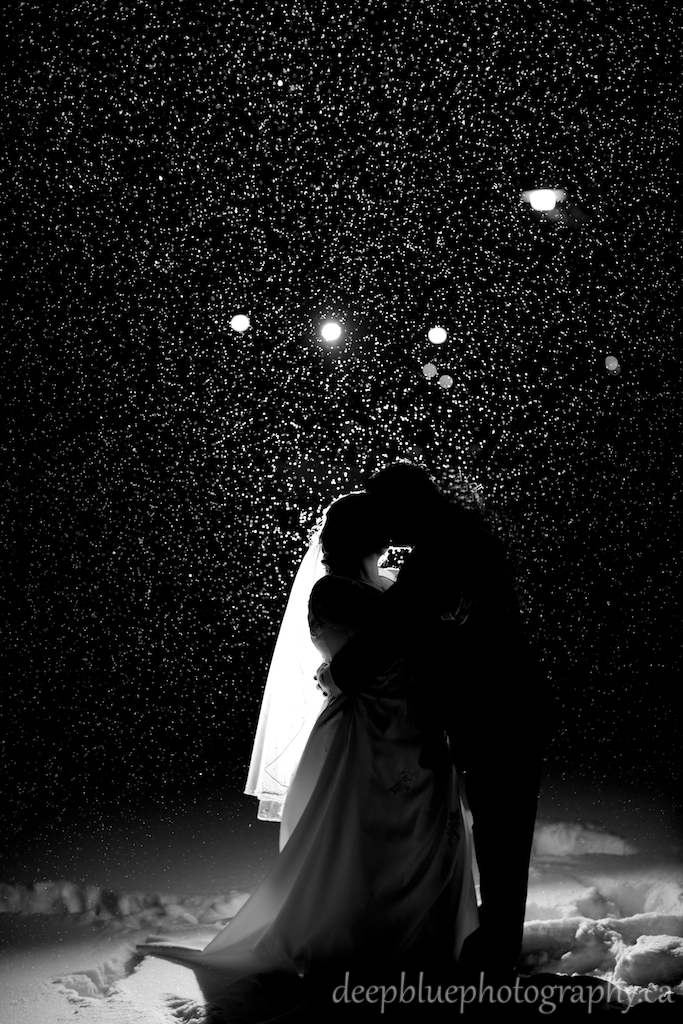 Romantic Wedding Photos in the Snow
