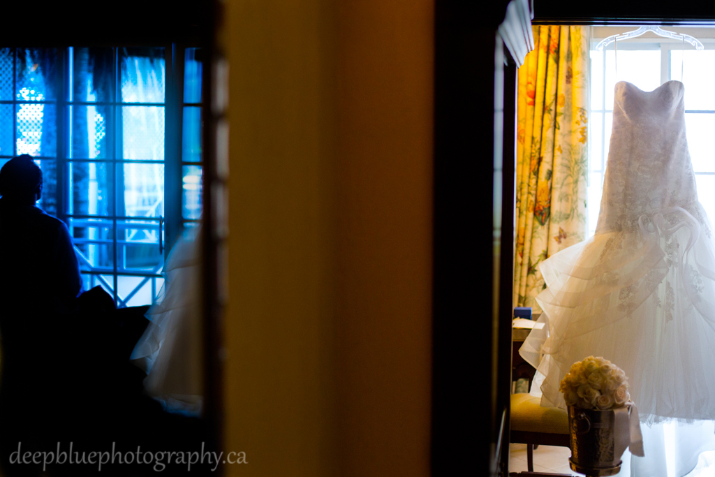 photos of bride getting ready for destination wedding