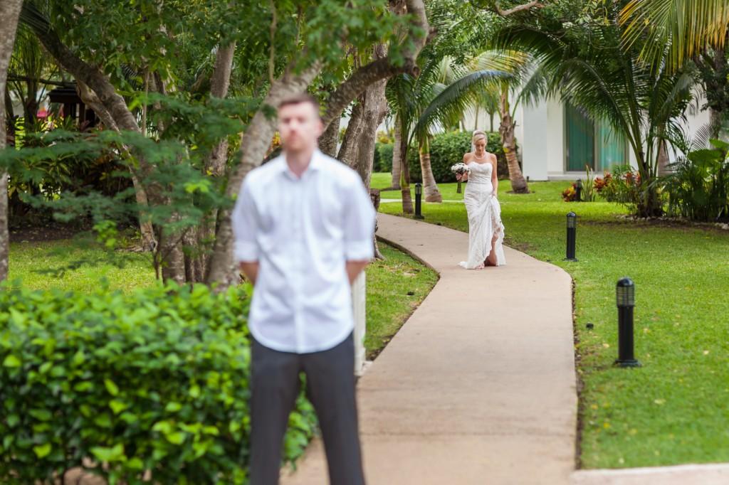 First Look Photos From Azul Fives Wedding