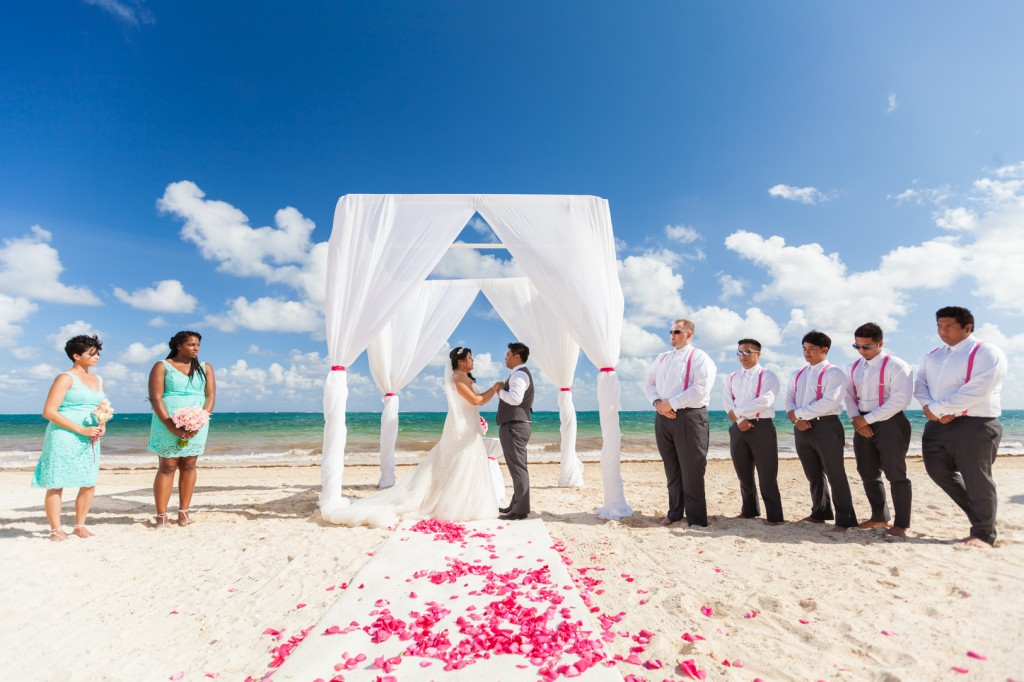 how to plan a destination wedding - hot weather ceremony