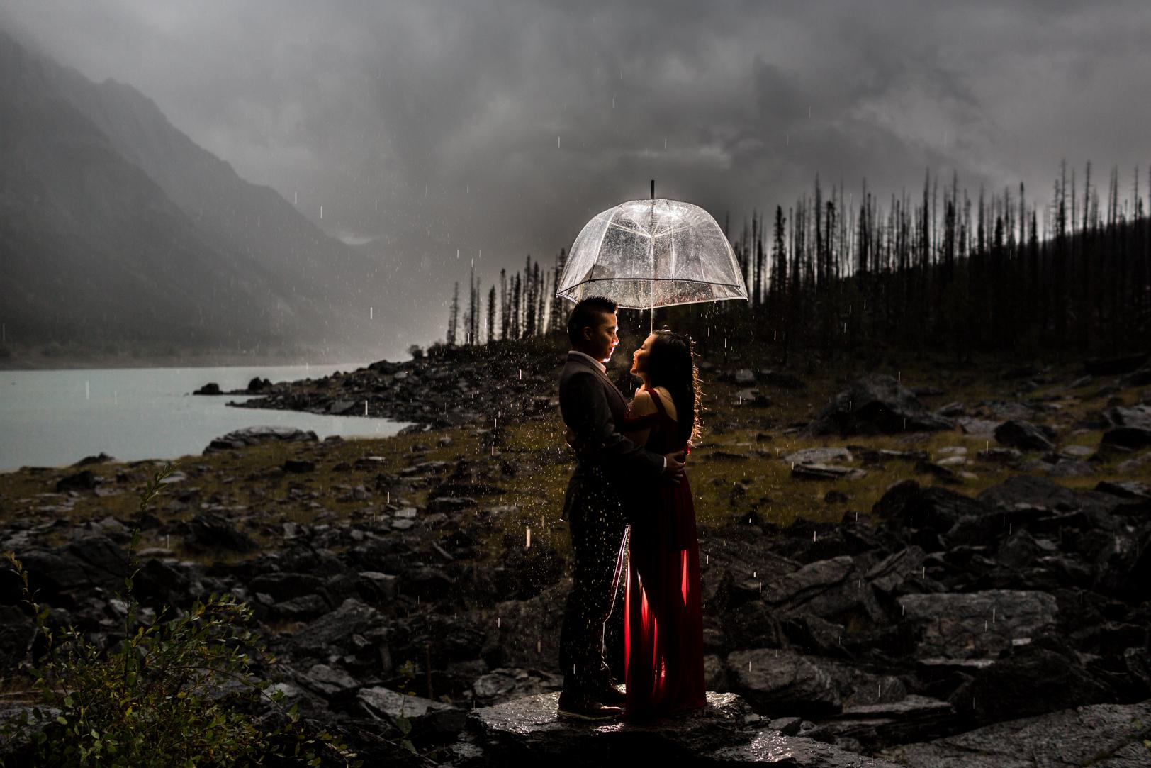 Umbrella Engagement Photos - Unique jasper engagement photos