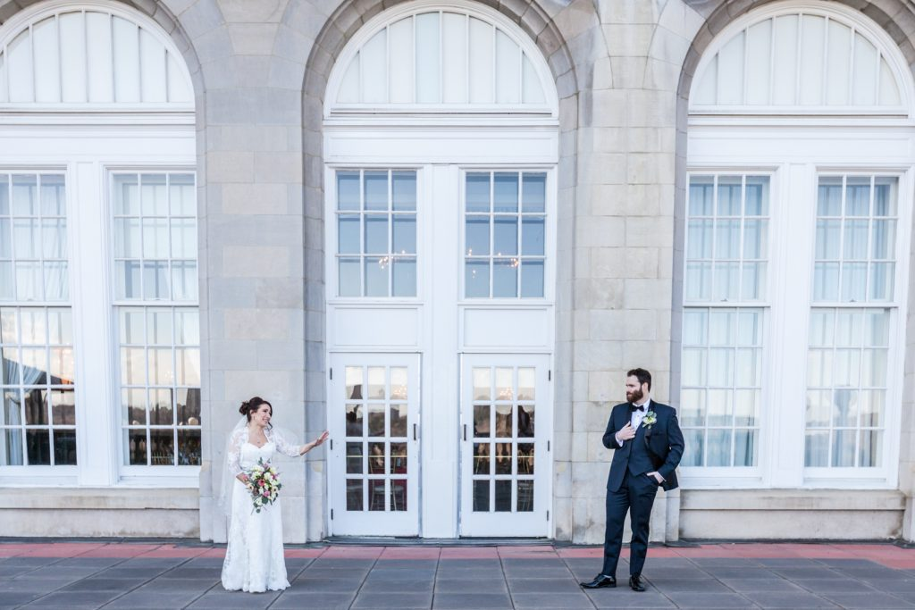 Outdoor wedding Hotel Macdonald Edmonton