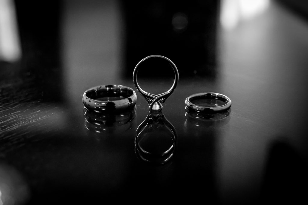 Detail photo of the wedding rings in black and white