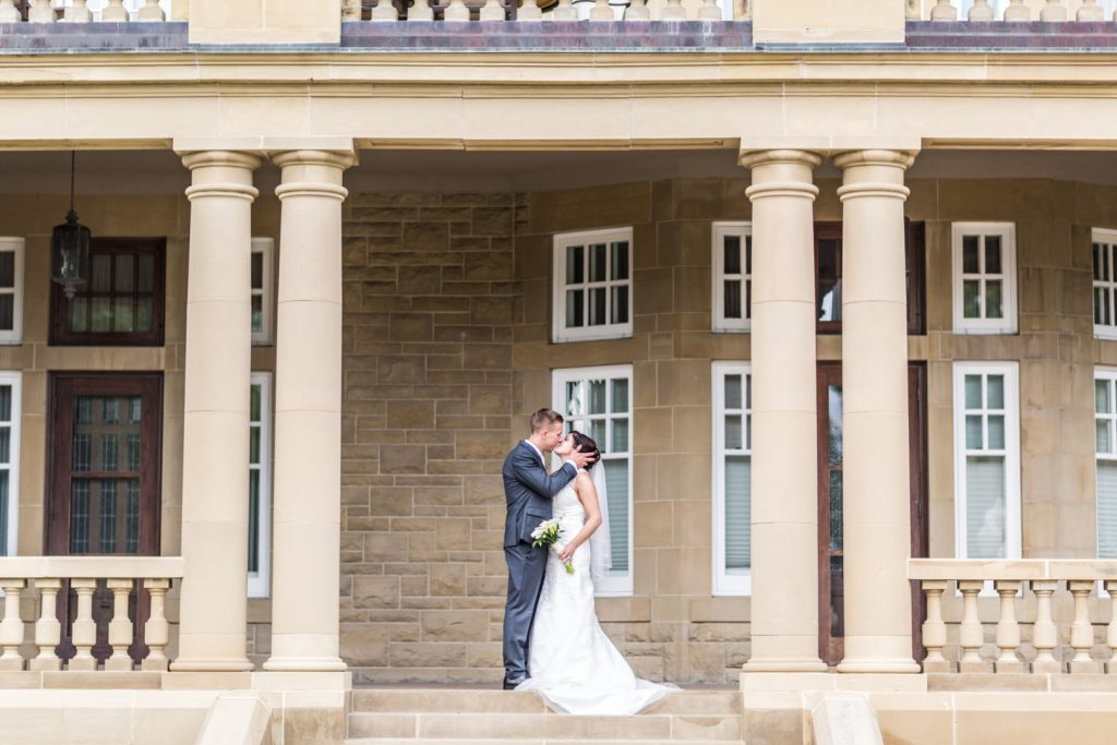 government house park wedding portraits