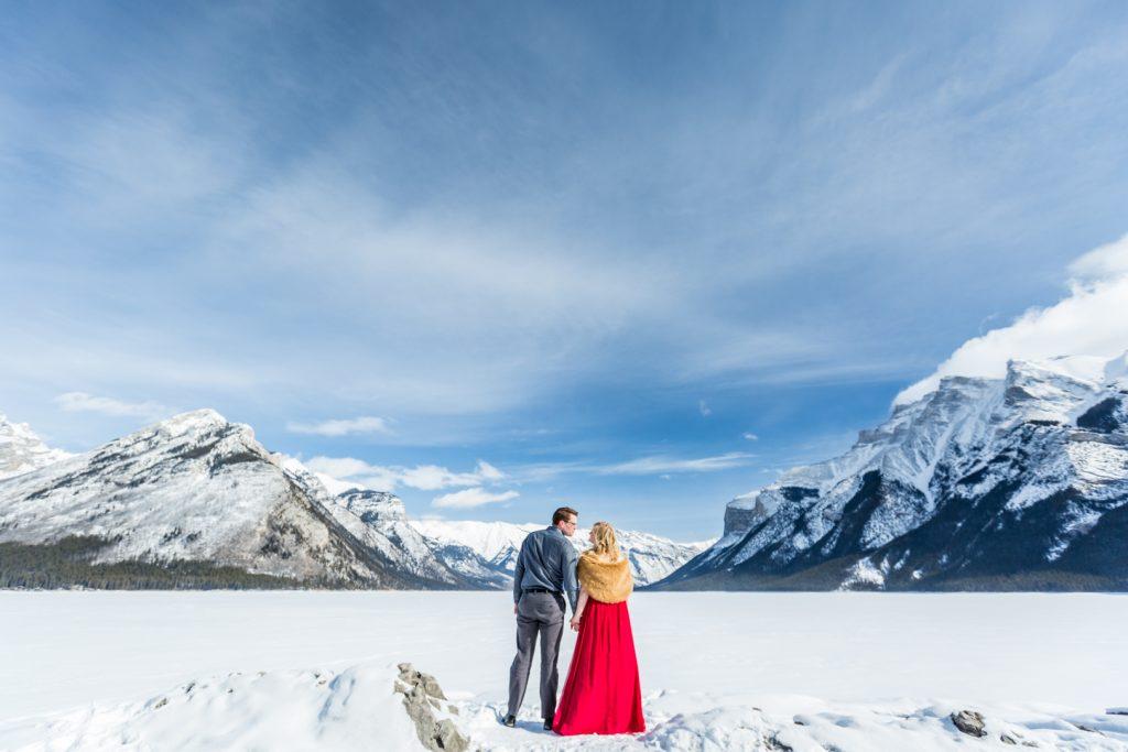 winter engagement photos at lake minnewanka