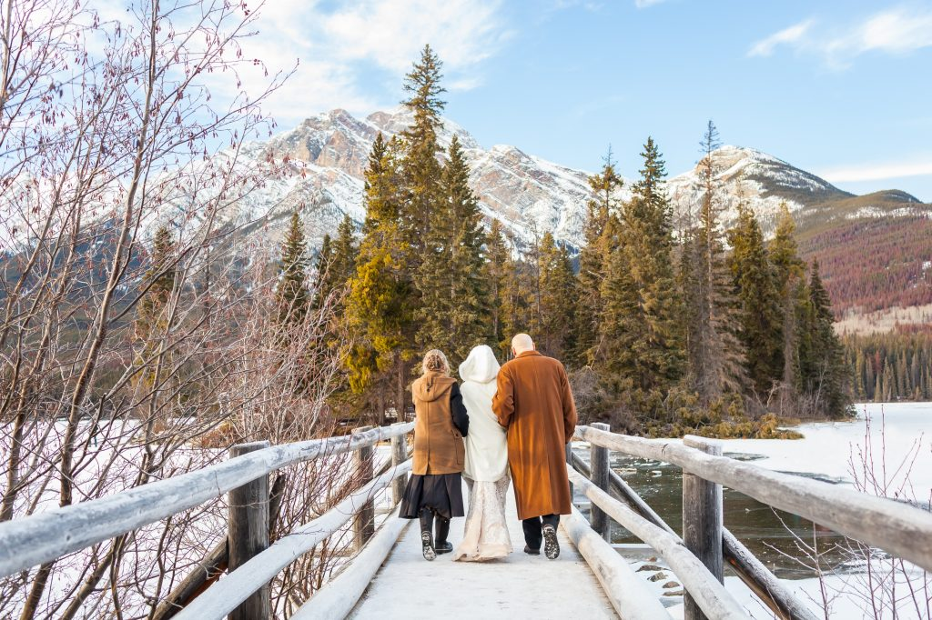 Pyramid Lake in Jasper winter wedding photos