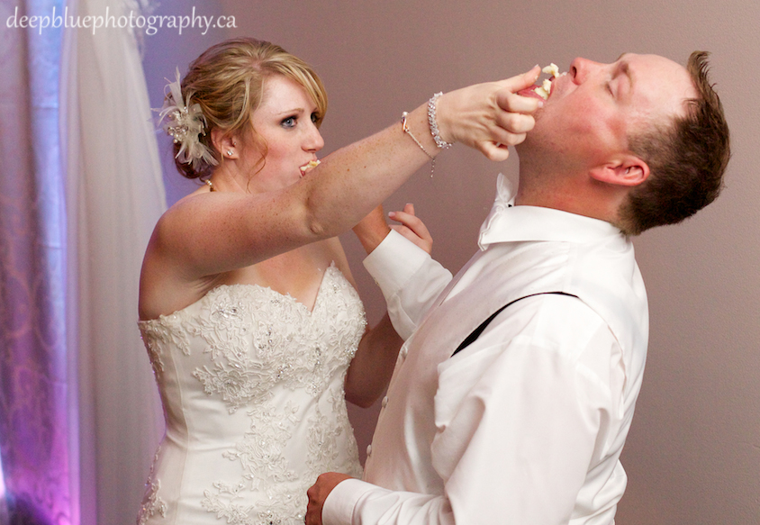 Rebecca and Brad Cutting their Cake at their Woodvale Golf and Country Club Wedding