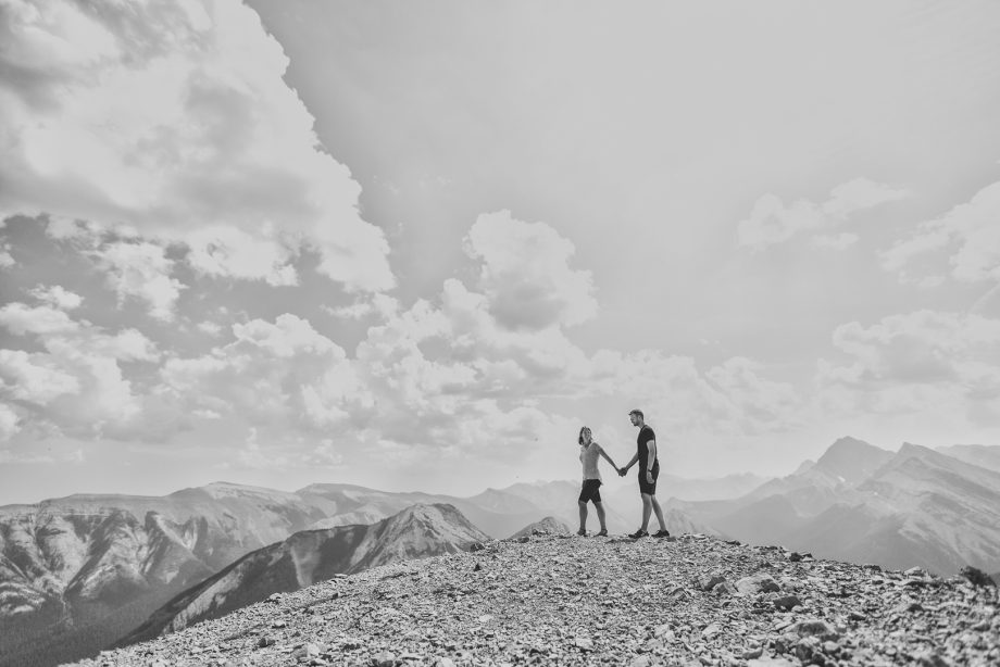 Sulphur Skyline Engagement Pictures – Nicole & Jeff