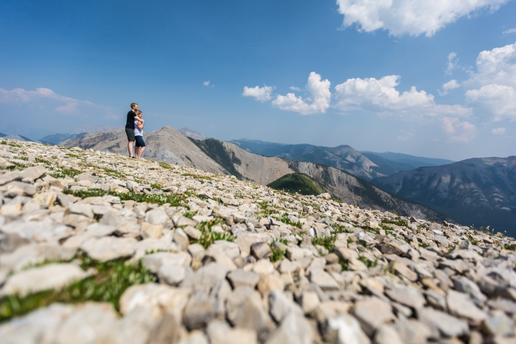 sulphur skyline engagement pictures by award winning photographers Deep Blue Photography