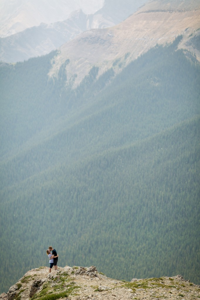 sulphur skyline engagement pictures in Jasper