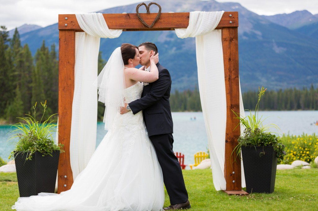 Wedding at Lac Beauvert - Jasper Wedding Photographers