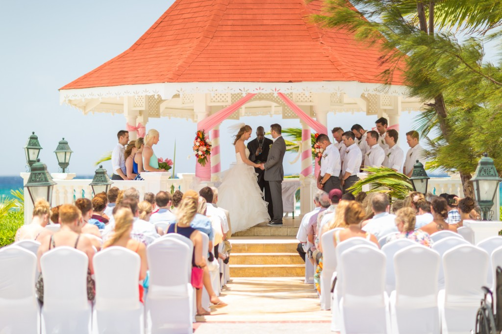 How to plan a destination wedding - outdoor ceremony venues