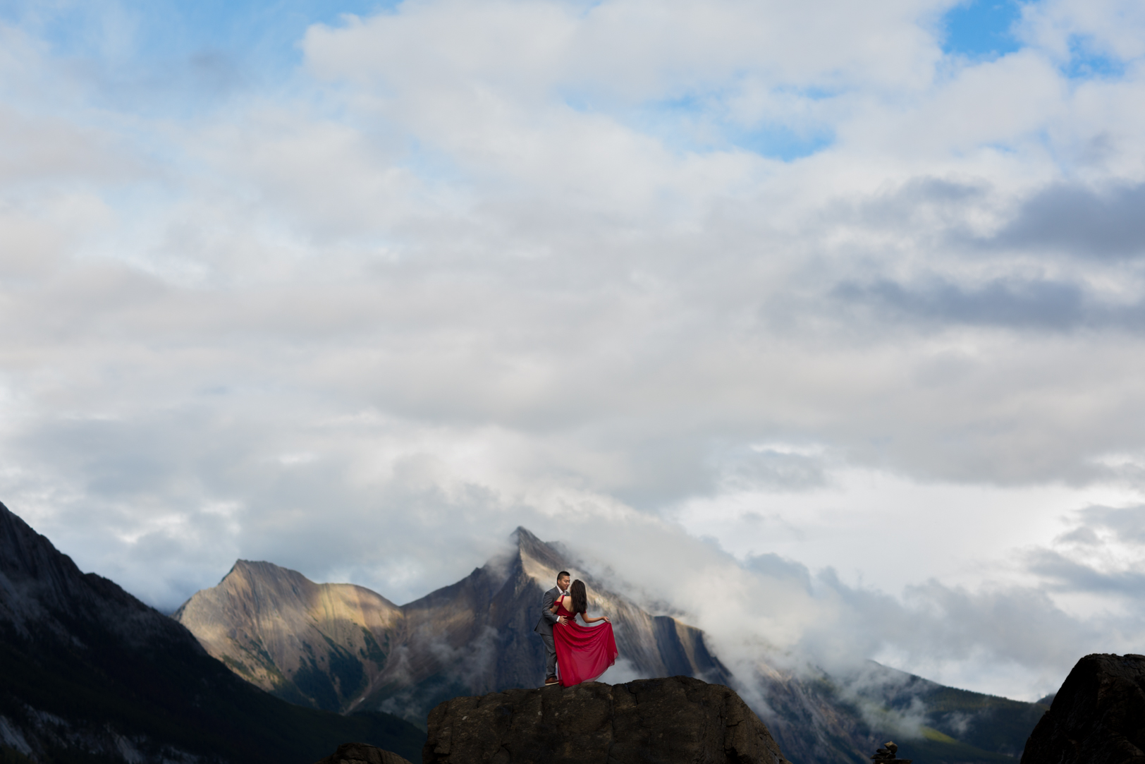 Engagement pictures in Jasper by Deep Blue Photography
