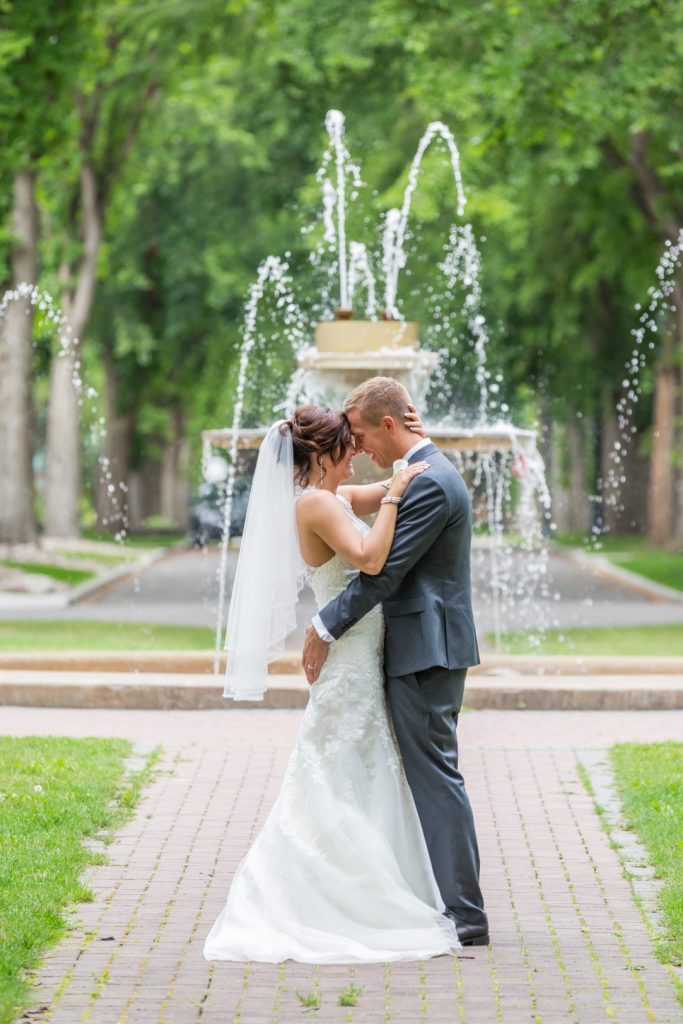 glenora circle fountain wedding photos