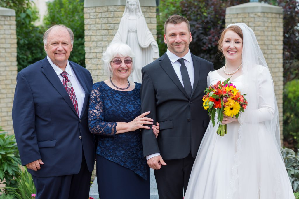 Outdoor wedding portraits at St Thomas More Church in the back garden