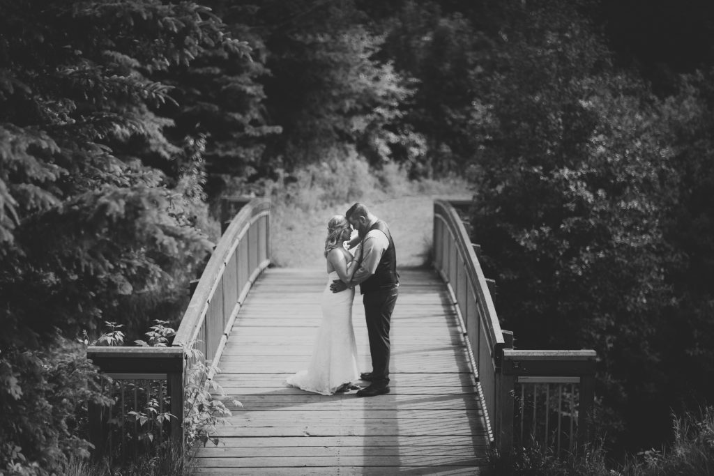 Romantic wedding portraits for a summer wedding at Snow Valley