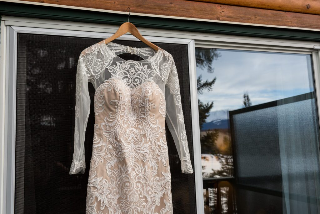 Vintage ivory wedding gown for outdoor winter wedding at Pyramid Lake in Jasper