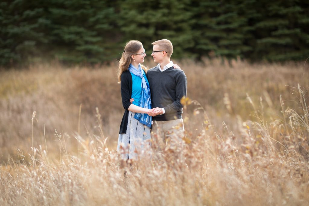 Autumn in home engagement photos