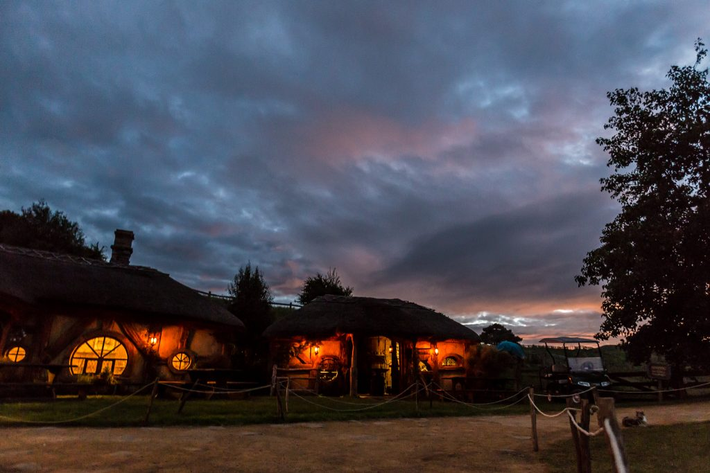 Hobbiton Movie Set Evening Banquet Tour Dinner Pictures At Sunset
