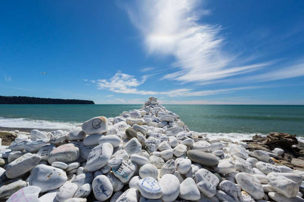 white rocks with writing on them off the highway in New Zealand south island