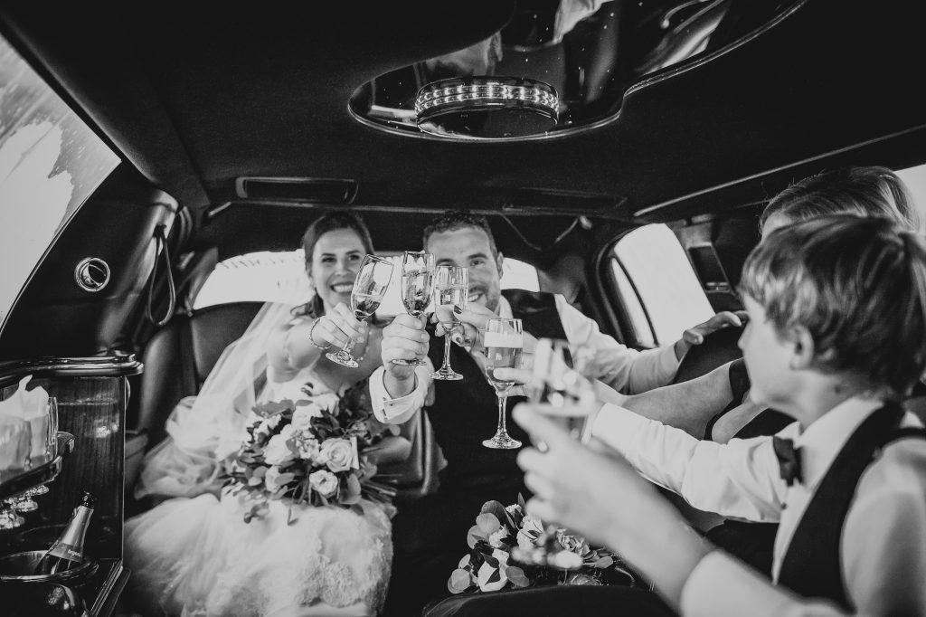 wedding photos in limo