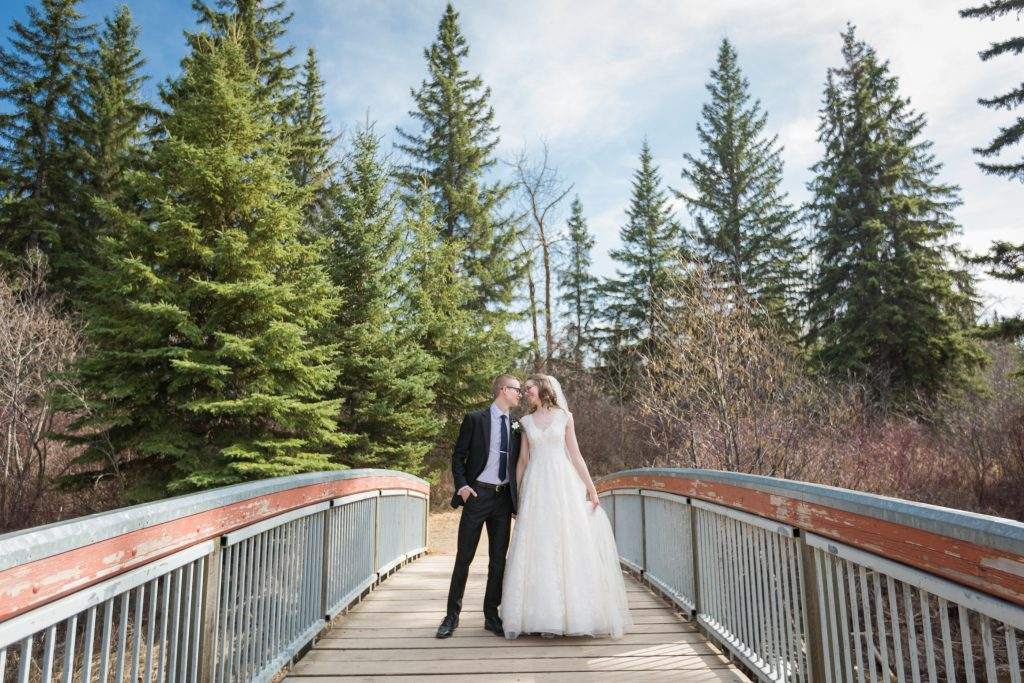 wedding photos on a bridge