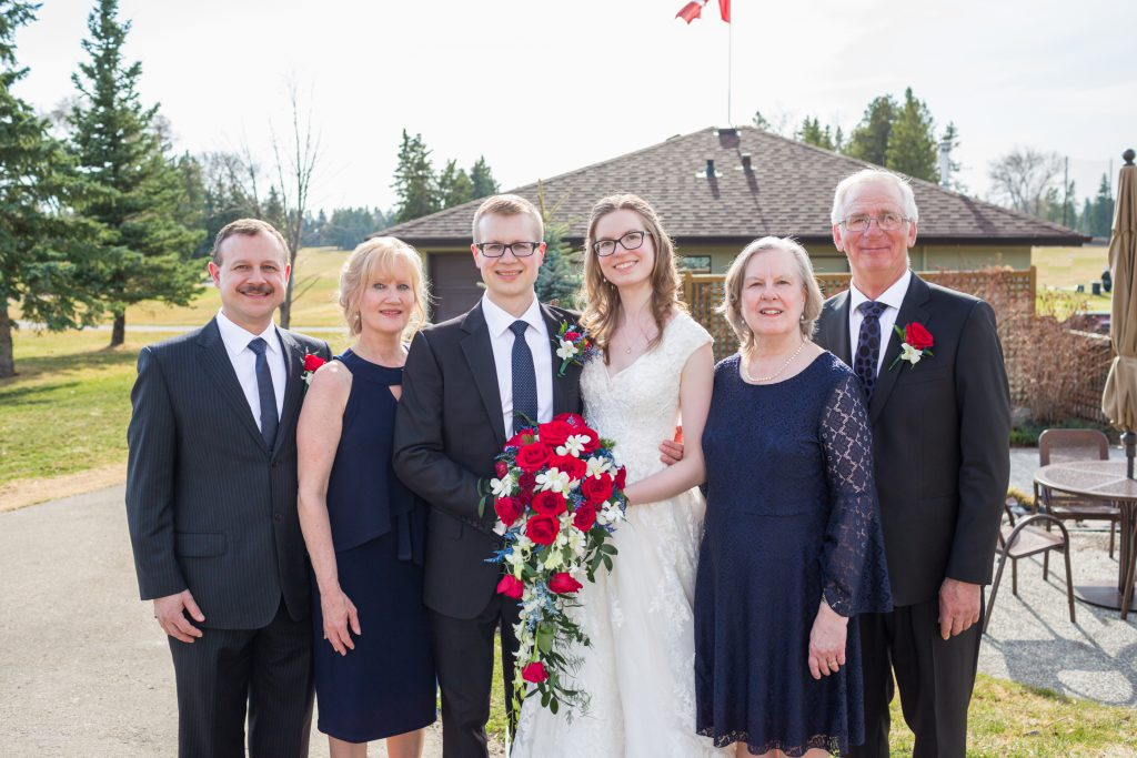 large family wedding portraits