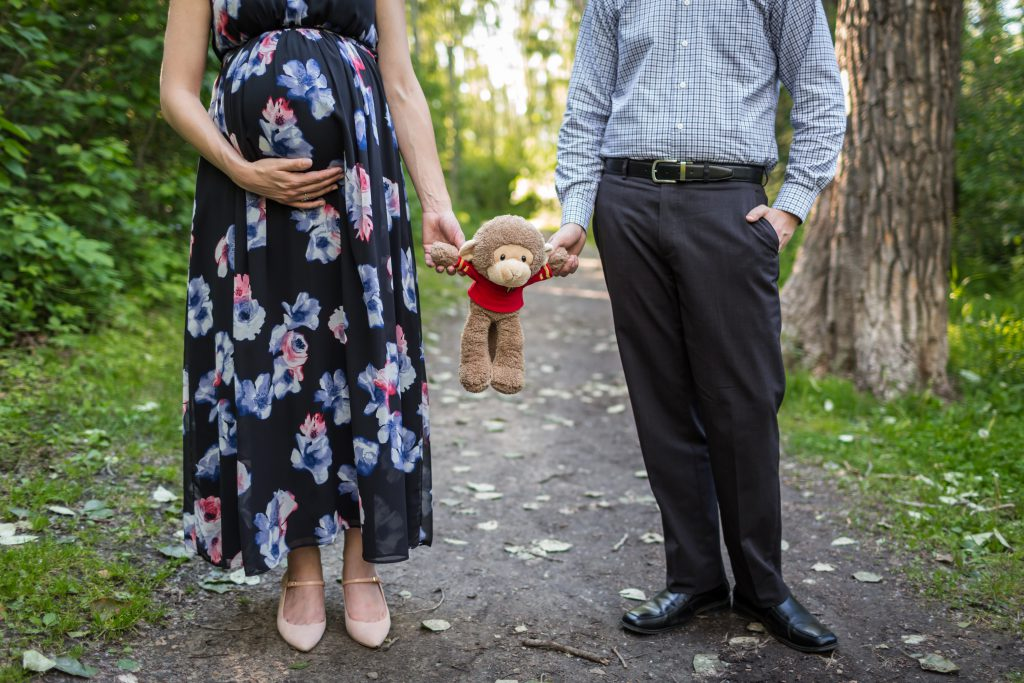 maternity photos with stuffed animal