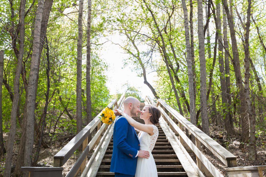 outdoor spring wedding photos