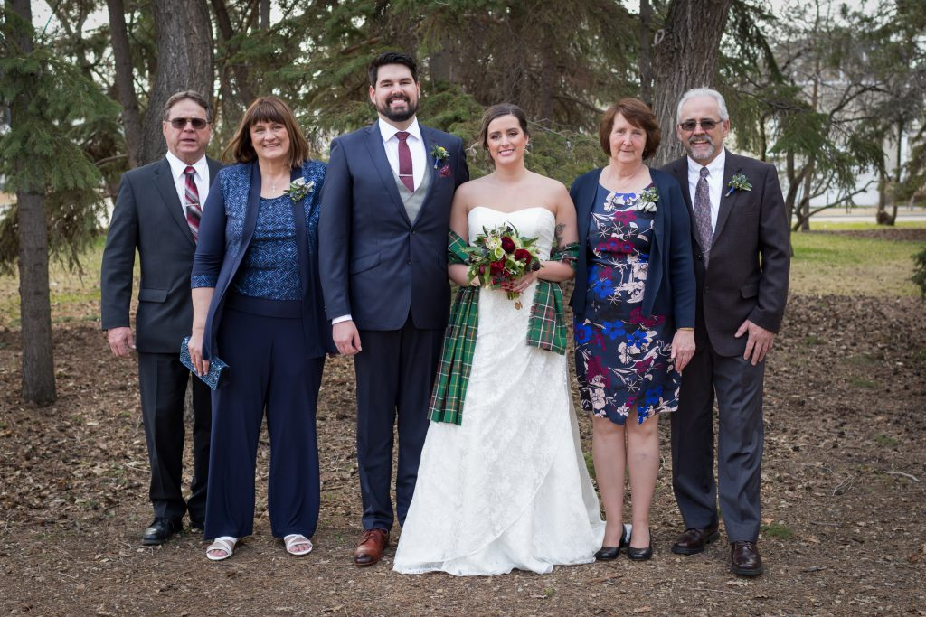 outdoor wedding photos with family