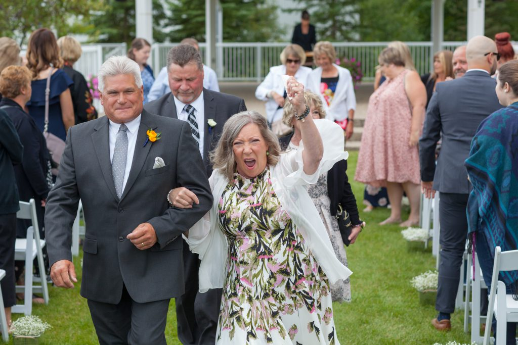 fun wedding guest photos