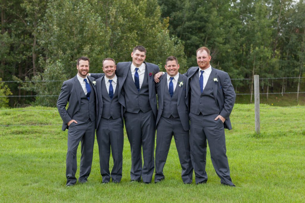 outdoor groomsmen portraits